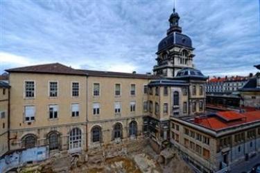 Hotel Republik: Biblioteca LIONE