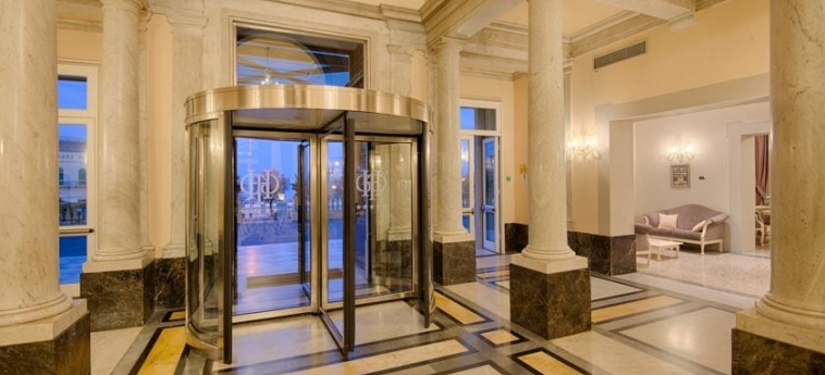 Grand Hotel Palazzo Livorno Mgallery By Sofitel: Entrada LIVORNO