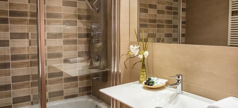 Hotel Miracielos: Bathroom LLANES