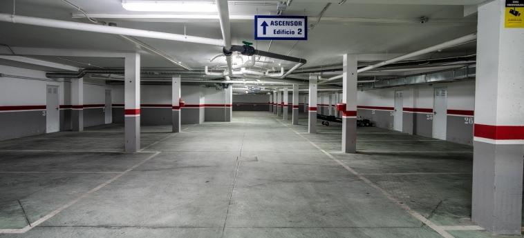 Hotel Miracielos: Garage LLANES