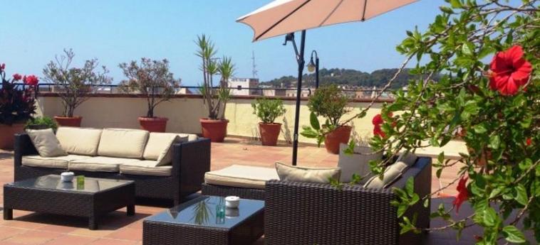 Hotel Santa Rosa: Terraza LLORET DE MAR - COSTA BRAVA