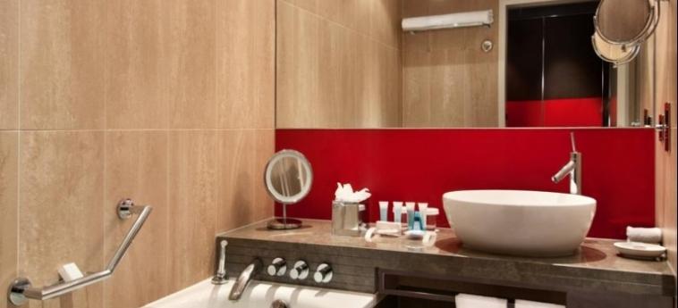 Hotel Hilton London Tower Bridge: Bathroom LONDON