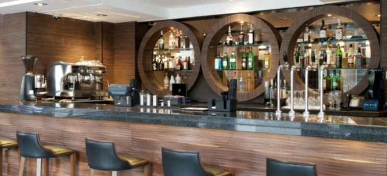 Doubletree By Hilton Hotel London - Victoria: Bar LONDON