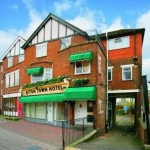 Acton Town Hotel & Apartments