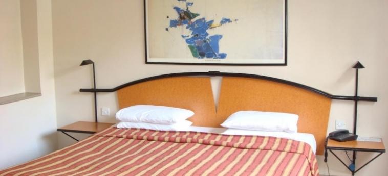 Hotel La Reserve: Camera Standard LONDRA