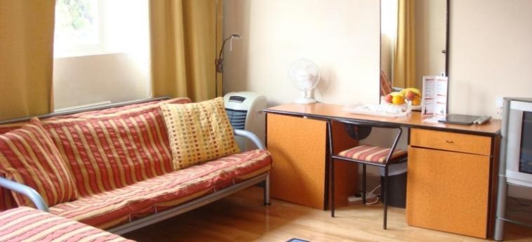 Hotel La Reserve: Particolare della Camera LONDRA
