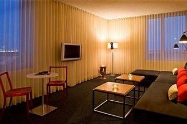 Custom Hotel: Suite LOS ANGELES INTL APT (CA)