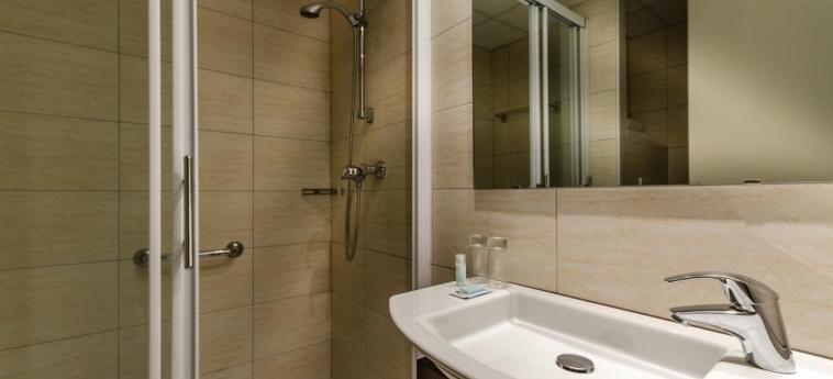 Hotel Helgon: Bathroom LOURDES
