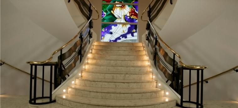 Hotel La Solitude: Escalier LOURDES