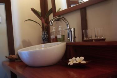 Hotel Villa Maydou: Lababo del baño LUANG PRABANG