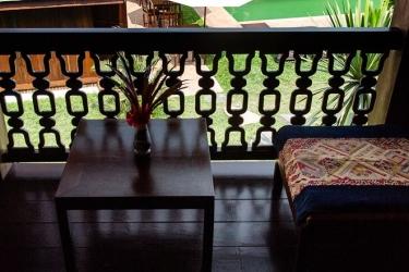 Hotel Villa Maydou: Vista al balcòn LUANG PRABANG