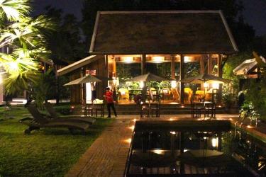 Hotel Villa Maydou: Piscine extérieure LUANG PRABANG