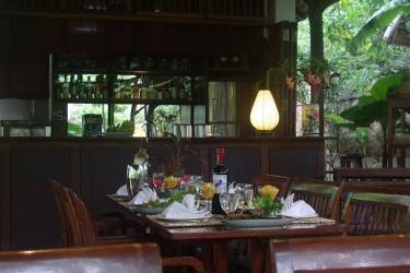 Hotel Villa Maydou: Hotel bar LUANG PRABANG