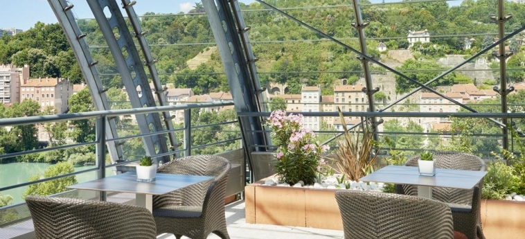 Hotel Marriott Lyon Cite Internationale: Terraza LYON