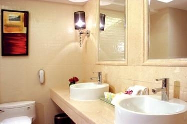 Casa Real: Bathroom - Suite MACAU