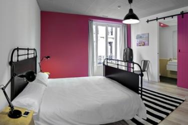 Hotel Safestay Madrid: Pinienwald MADRID