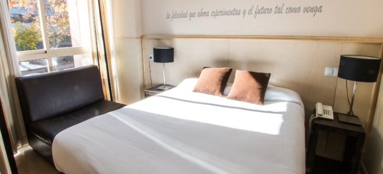 Hotel A&h Suites Madrid: Chambre MADRID