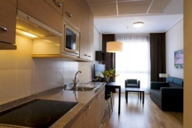 Hotel Compostela Suites: Bedroom MADRID