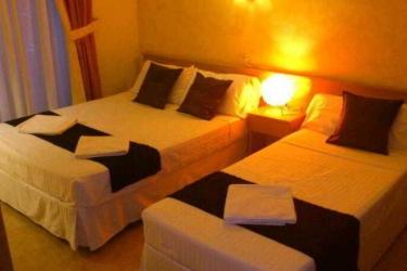 Hotel Hostal Oporto: Bedroom MADRID