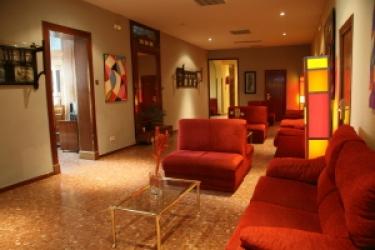 Hotel Hostal Aguilar: Interior MADRID