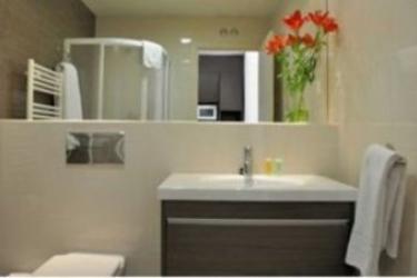 Hotel Residencia Erasmo: Bathroom MADRID
