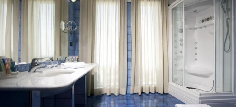 Hotel Raffaello: Badezimmer MAILAND