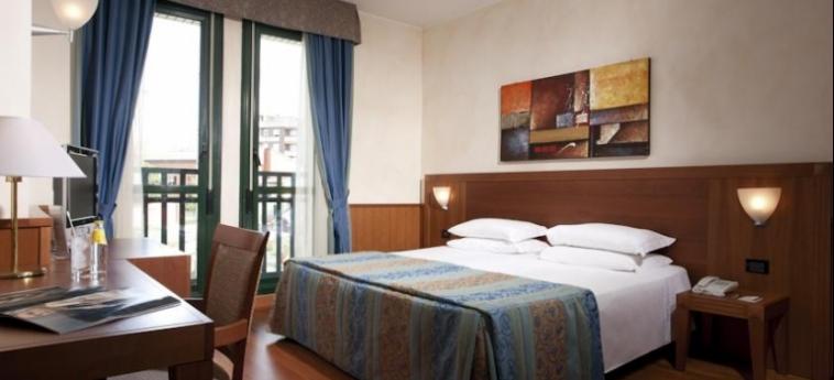 Hotel Raffaello: Schlafzimmer MAILAND