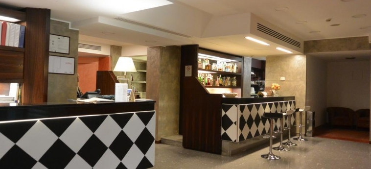 Hotel Metrò: Empfang MAILAND