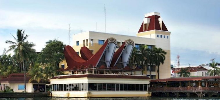 Hotel Makassar Golden: Exterior MAKASSAR