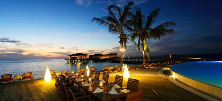 Hotel Centara Ras Fushi Resort & Spa Maldives: Restaurante Exterior MALDIVAS
