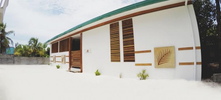 Dhiffushi White Sand Beach Hotel: Parqueadero MALDIVAS