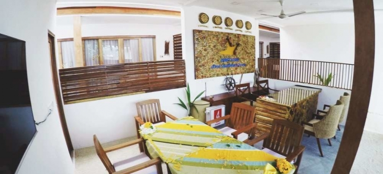 Dhiffushi White Sand Beach Hotel: Sala de Desayuno MALDIVAS