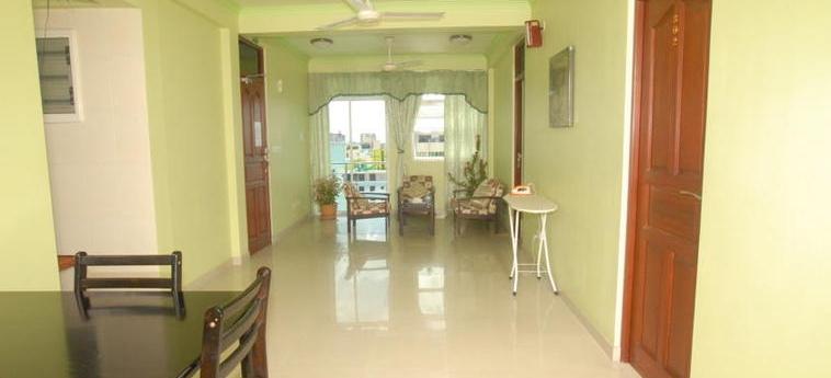 House Clover: Living Room MALDIVE