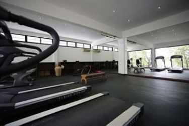 Hotel Gangehi Island Resort: Tennisplatz MALDIVEN