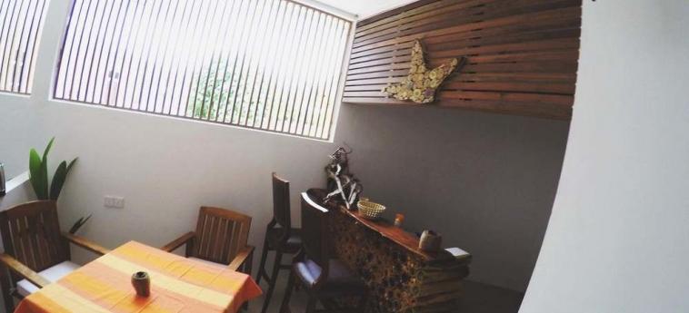Dhiffushi White Sand Beach Hotel: Restaurant MALDIVES