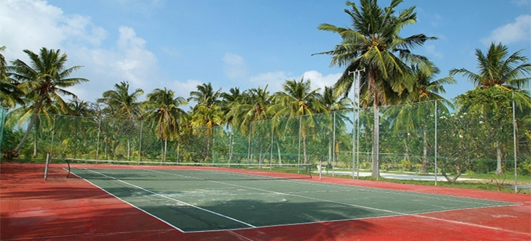 Hotel Adaaran Select Hudhuranfushi: Terrain de Tennis MALDIVES