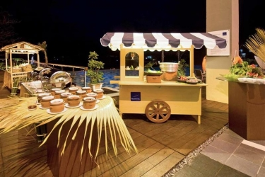 Hotel Novotel Manado Golf Resort And Conv Ctr: Bar MANADO