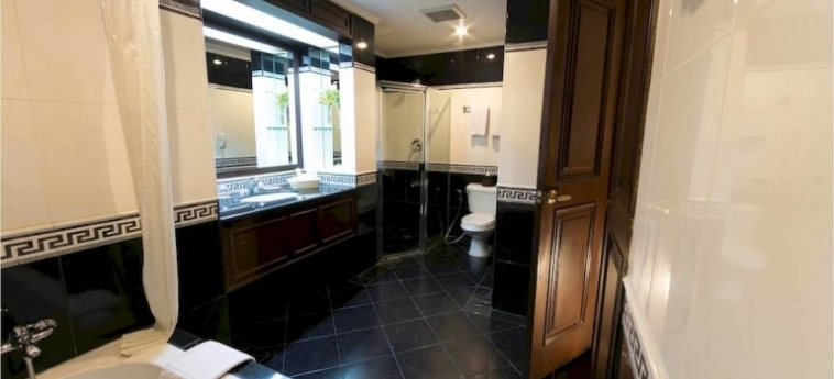 Hotel Herald Suites Solana: Badezimmer MANILA