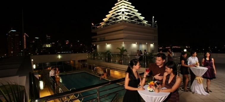 Hotel Herald Suites Solana: Beheiztes Schwimmbad MANILA