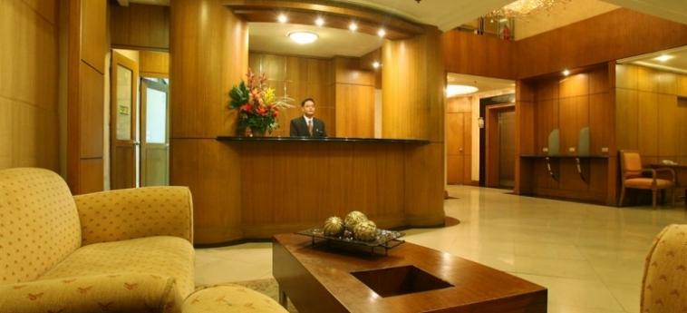 Hotel Herald Suites Solana: Fussballplatz MANILA