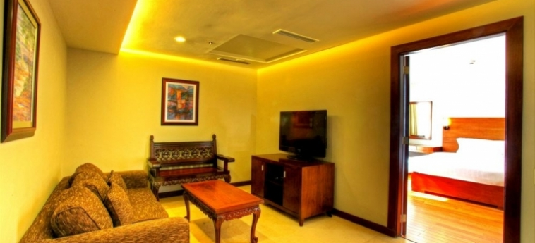 Armada Hotel: Panoramarestaurant MANILA