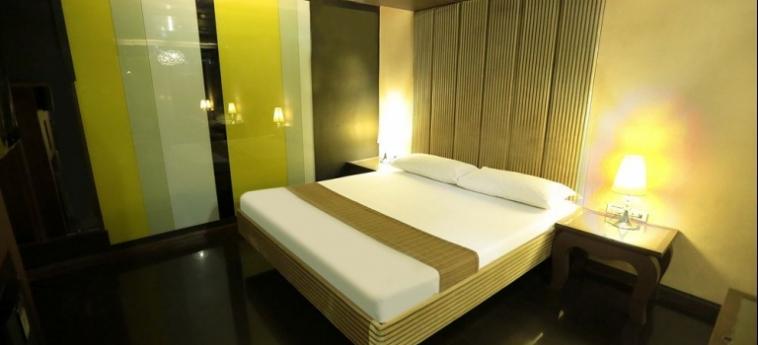 Hotel Victoria Court Cuneta: Scrivania MANILA