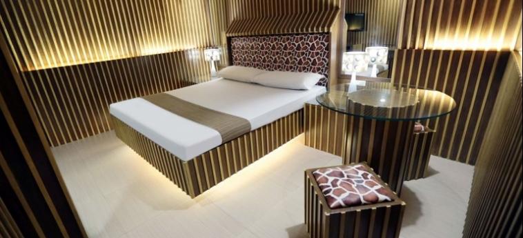 Hotel Victoria Court Cuneta: Detail MANILA