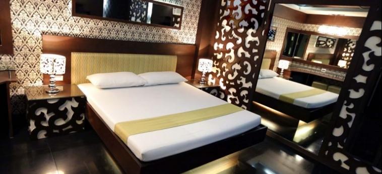Hotel Victoria Court Cuneta: Fireplace MANILA