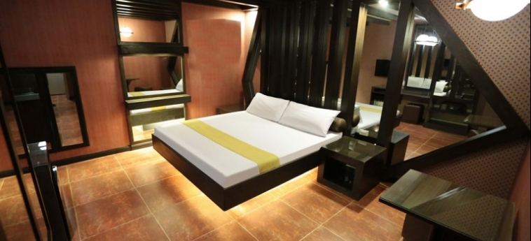 Hotel Victoria Court Cuneta: Lounge Bar MANILA