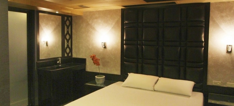 Hotel Victoria Court Gil Puyat: Pinienwald MANILA