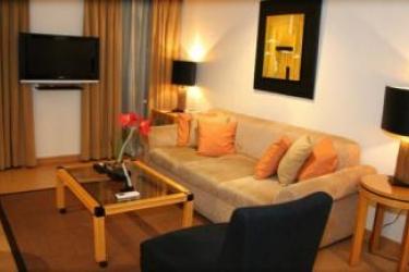 G Hotel Manila: Wohnzimmer MANILA