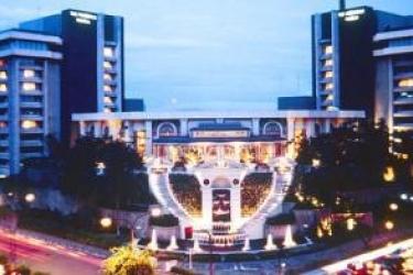 Hotel The Peninsula Manila: Exterior MANILA