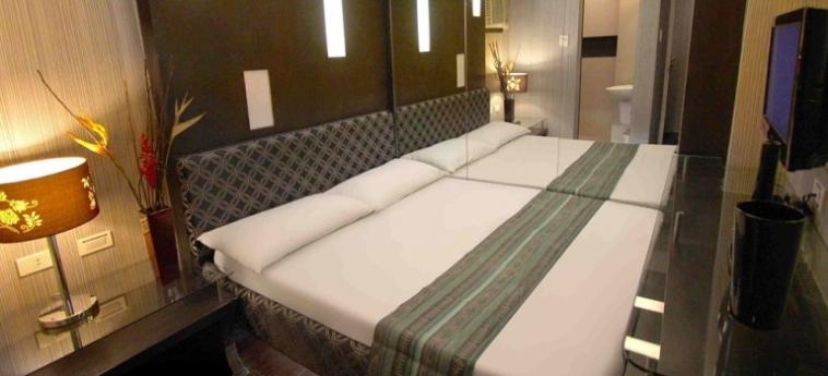 Hotel Victoria Court Gil Puyat: Terrain de Foot MANILLE