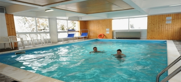 Hotel Residence Artuik: Piscina MARILLEVA 1400 - TRENTO